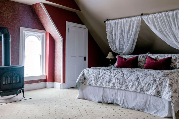 Bedroom #1 1 king bed