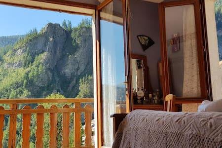 Maison de montagne, balcons et jardin privatif.