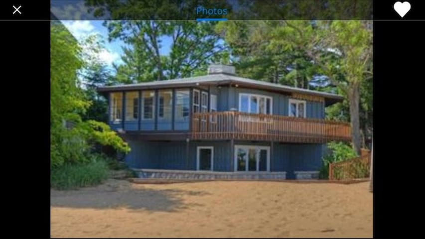 Unique hexagonal house directly on the beach - Traverse City - House