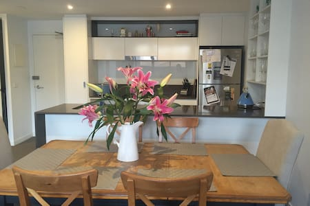 Sunny 2bd Apartment | Underground Carpark - Brunswick East
