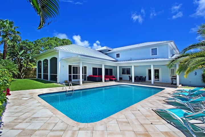 THE KEYS TO PARADISE 5500 SF - HEATED POOL
