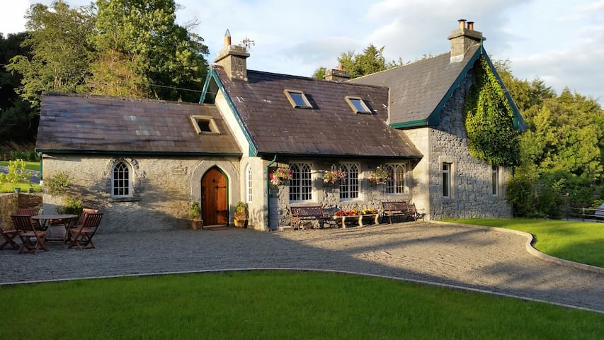 Victorian Gate Lodge Apartment - Galway - Kabin