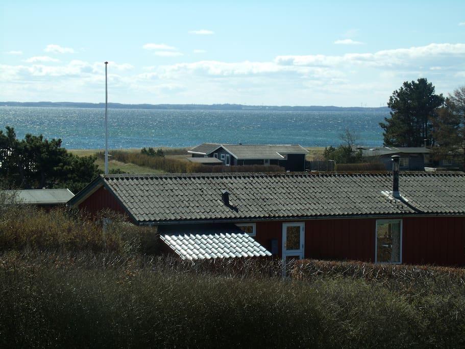 Udsigt fra terrassen på husets forside