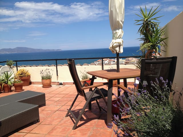 Fab view Penthouse, Pool&Beach, terrace, garage,AC - L'Escala - Leilighet