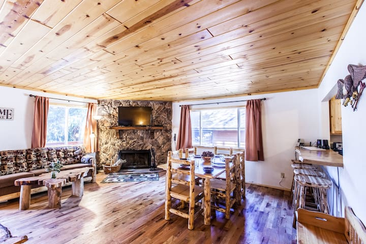 Eagle Cabin 1 Story, Log Decor, Forest/Stream View