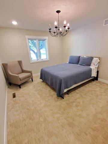 The master bedroom has a queen bed, walk in closet, and en suite.