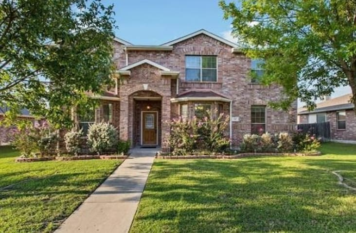 Beautiful** Royse City Large Home Sleeps 15  -18