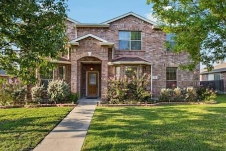 Beautiful Royse City Large Home Sleeps 15  -18