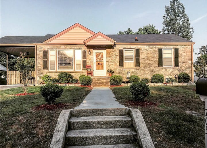 Cozy+CLEAN+Fenced Yard 3BD Downtown Fayetteville