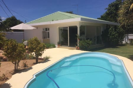 Lovely 3 bedroom villa - 3mins to the beach - Albion - Σπίτι