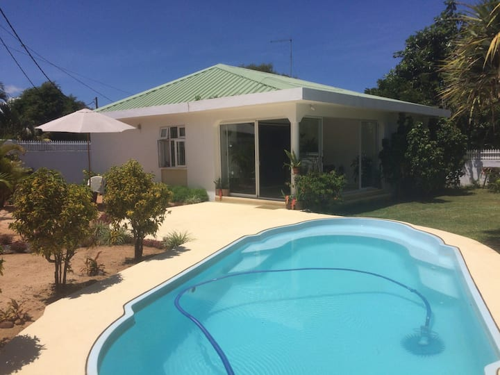 Lovely 3 bedroom villa - 3mins to the beach
