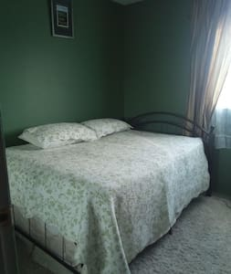 Home Close to Sunridge Mall -Room 3