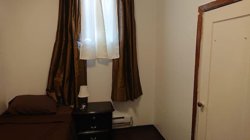 single room, 24 hs bus