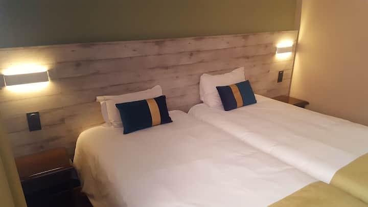 Chambre 2 lits Simples SDB Privative