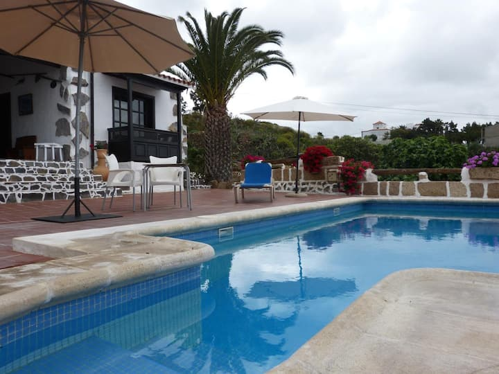 "Cozy Country Home ""La Cuadra de Arona"" with Sea View, Pool, Wi-Fi & Garden; Parking Available"