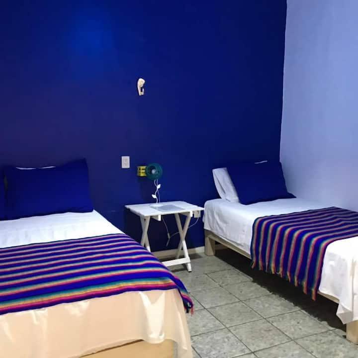 Hostal Tlaquepaque habitación azul