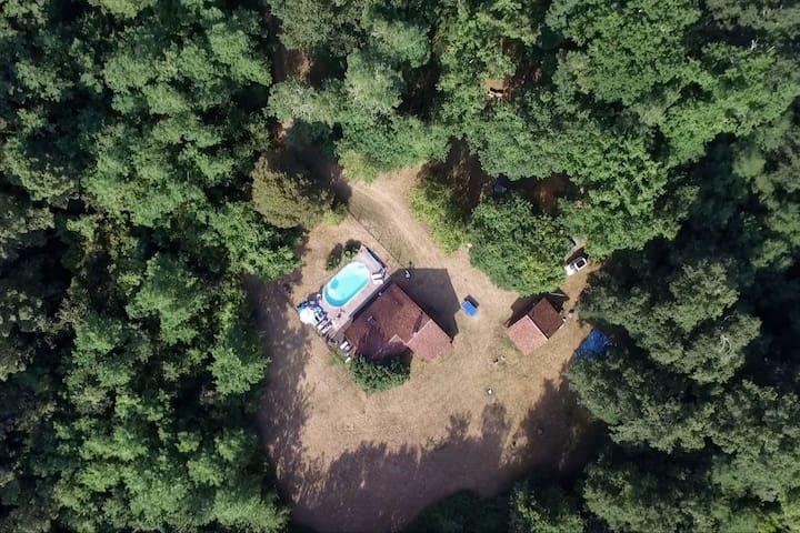 Maison de campagne / Piscine au coeur de la forêt.