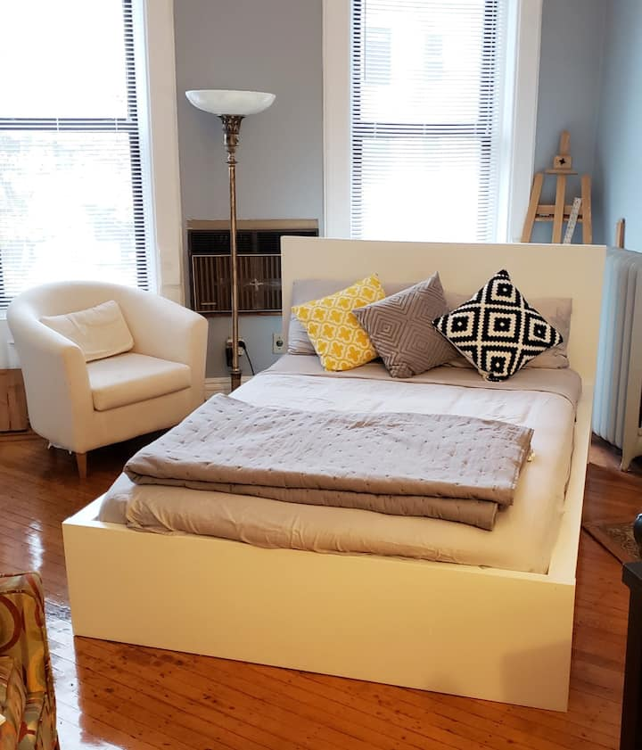 Charming Bright Room in Bed Stuy Brownstone