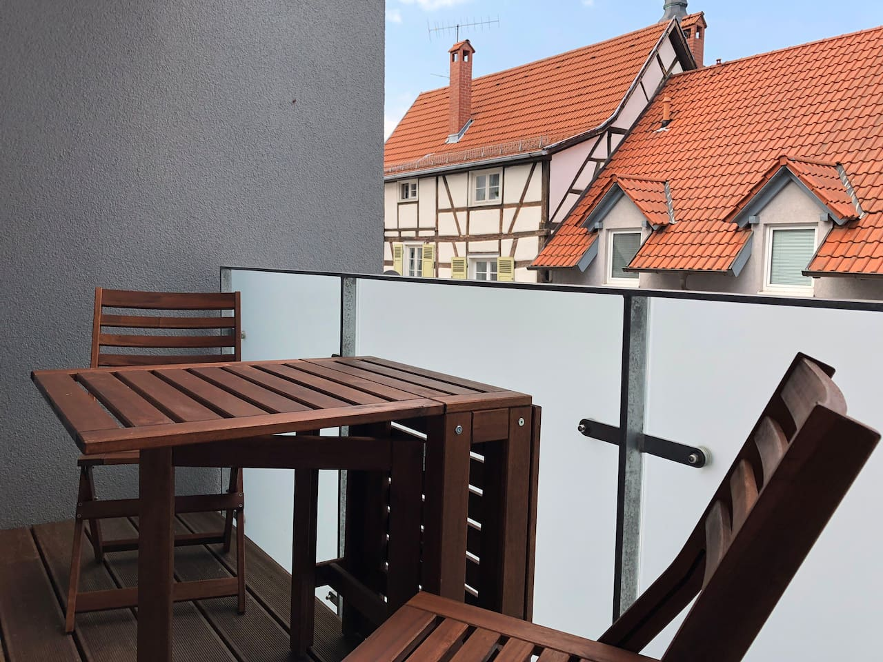 Balkon zum gemütlichen Hinterhof
