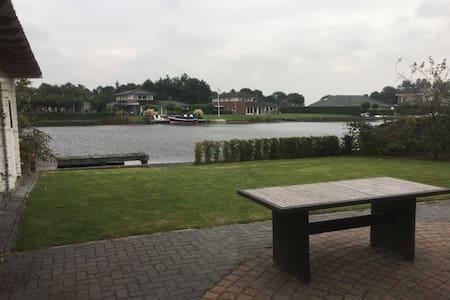 Villa aan het water voor 2 - 8 personen - Kropswolde - Vila