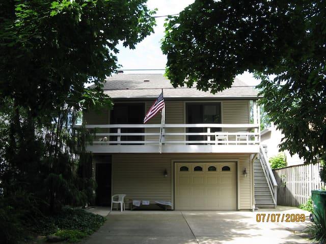 Lake Erie Sunset Beach Cottage