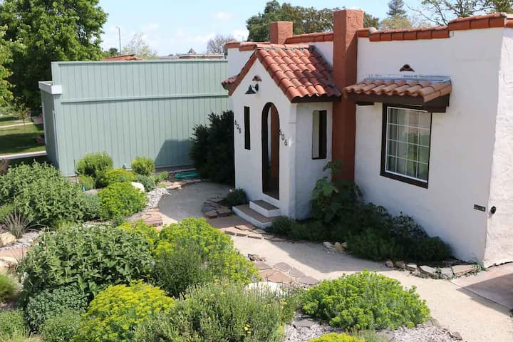 Casita Rojo- Charming Downtown Paso
