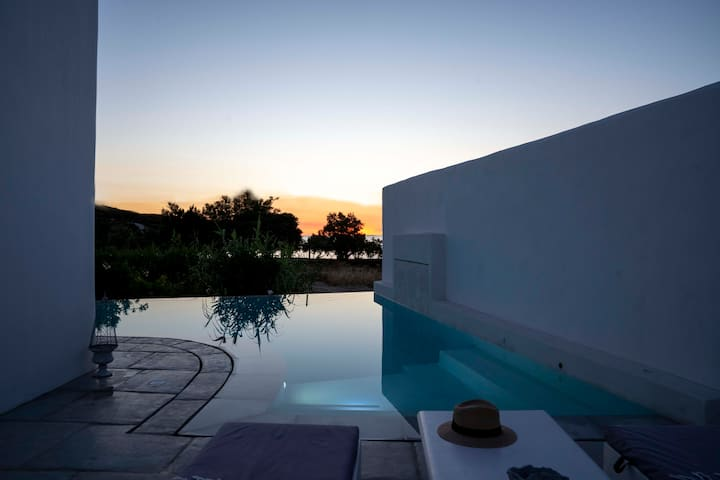 Villa Yialos Sunset view and swimming pool