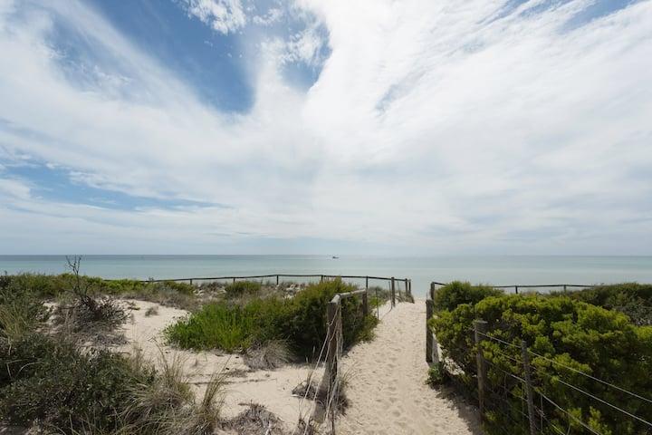 Seaford Beach Escape ׀ Bay Access Across the Road