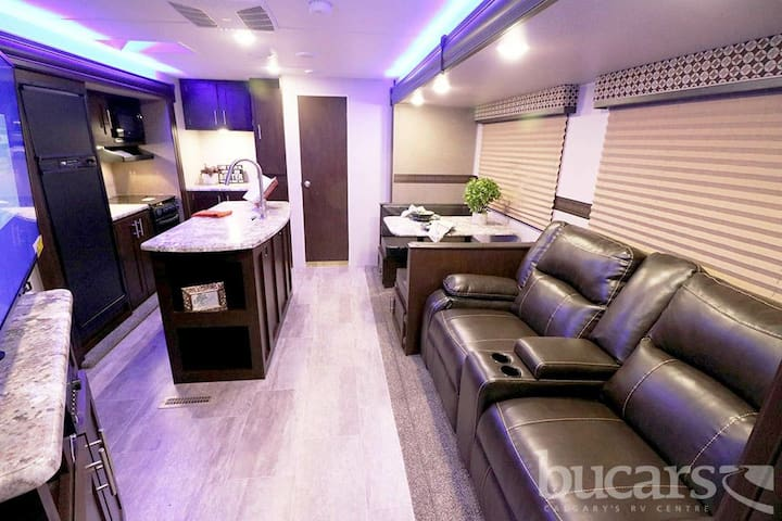Luxary RV~Extra Guests~Home Transition~Work~Travel