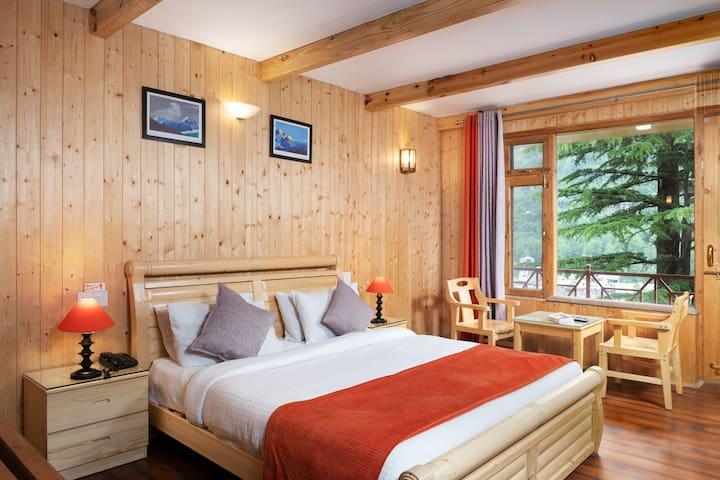 Luxury Room with Balcony & Kitchenette