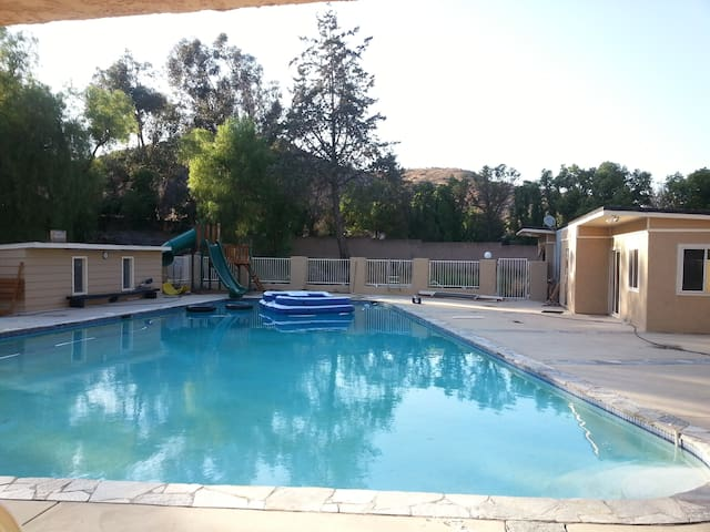 Very Private 1 BR Guesthouse on 3.25 acre Estate - Simi Valley - Gästhus