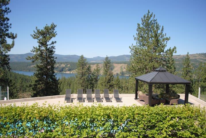 The Lake House at Lake Roosevelt
