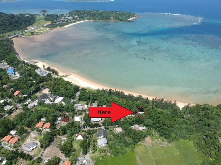 #1 西表島 夕陽の綺麗なビーチまで20秒  緑に囲まれた小さな村の外れ キッチンシャワートイレ完備