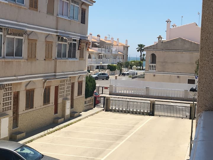 Apartamento en Playa Lisa, 200 m del Mar, parking.