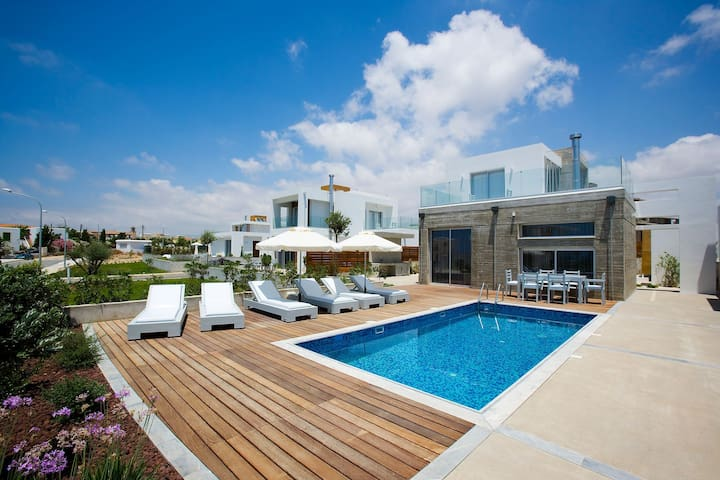 Luxury 3 bedroom Villa in Paphos with Private Pool