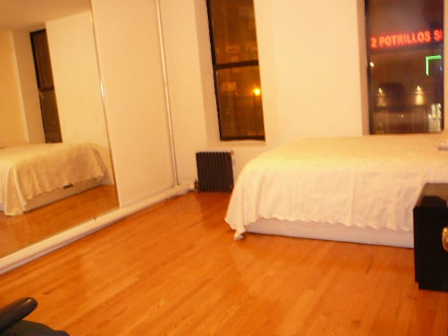 Extra Large Room with AC Close to Times Square