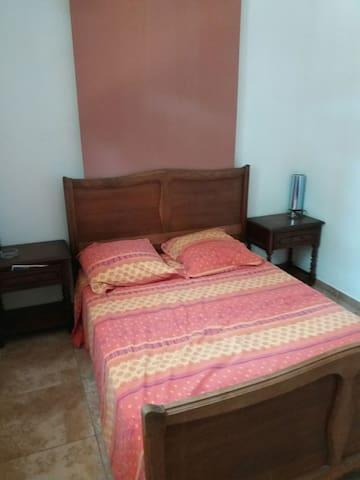Chambre sur rognac avec spa en option villas louer for Nids douillets chambre avec jacuzzi rognac