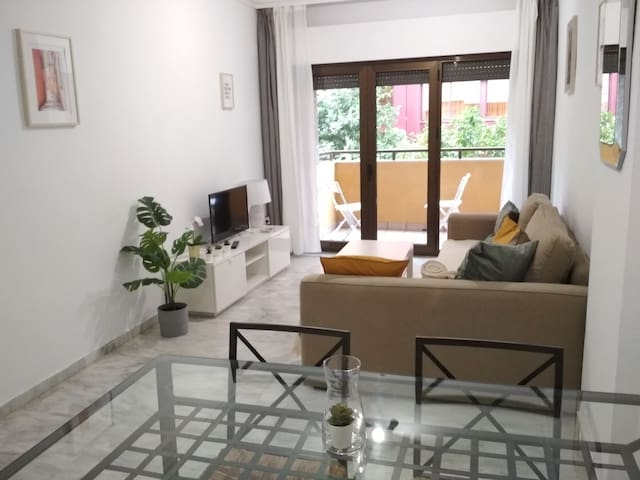Apt downtown-15min from Real Alcazar with pool