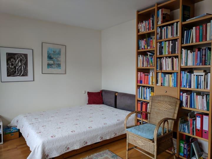Schönes privates Zimmer in zentraler, ruhiger Lage