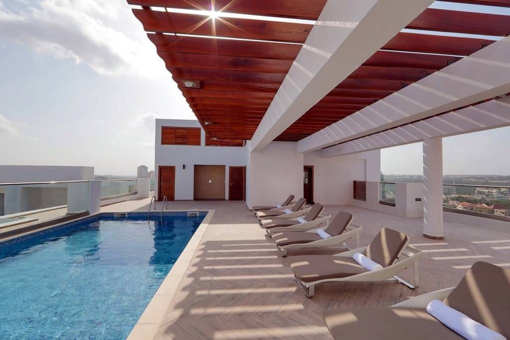 ROOFTOP POOL IN THE DAY