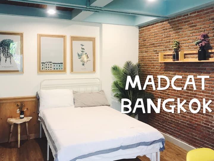 f1d2曼谷疯猫民宿/MADCAT BANGKOK/泳池旁的双床间/私人泳池/中文管家