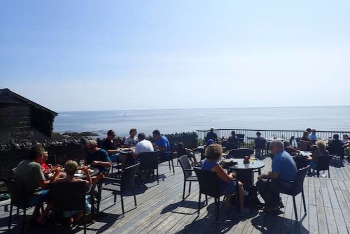 Enjoy a pint or a meal overlooking the sea at the Inn On The Shore Pub 100 metres from the apartment.