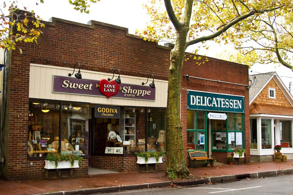 Sweet Shop / Deli on Love Ln
