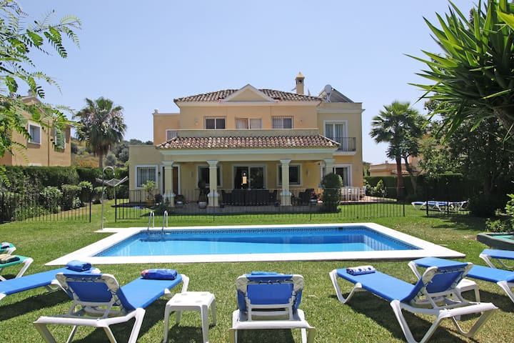 Family Villa heated pool high speed wifi- Netflix - Estepona - Vila