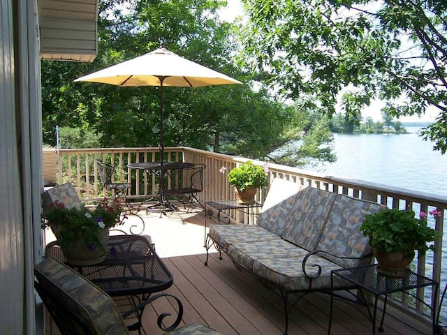 Beautiful Cottage located on Grindstone Island - Clayton