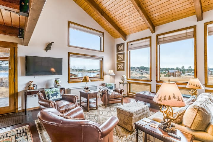 Dog-Friendly Lodging W/ Lake Views, Gas Grill, Large Deck, & High-Speed WiFi!