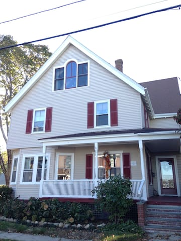 Pleasant 2nd floor bed and bath - North Kingstown - Huis