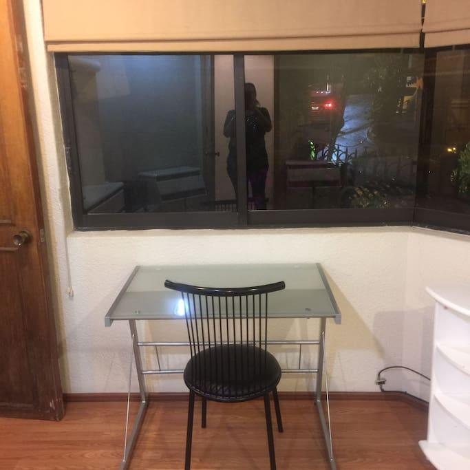 Desk or Workspace / Escritorio