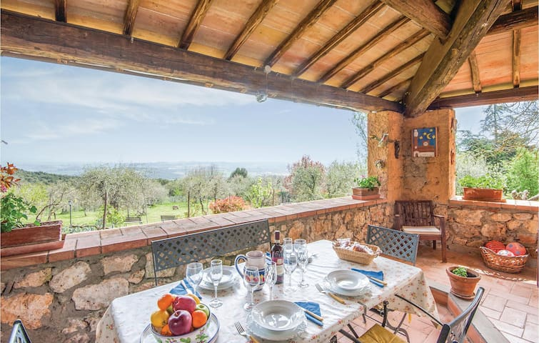 Holiday cottage with 2 bedrooms on 85m² in Monteriggioni