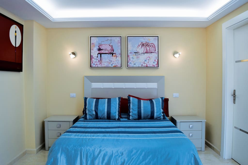 double room with queen bed and ensuite bathroom bed and breakfasts for rent in las palmas de. Black Bedroom Furniture Sets. Home Design Ideas